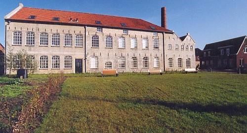 IJlst, 'Gele Steentjesgebouw'